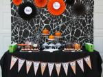 Original_Korinne-Seel-Halloween-pumpkin-carving-party-table_s4x3_lg